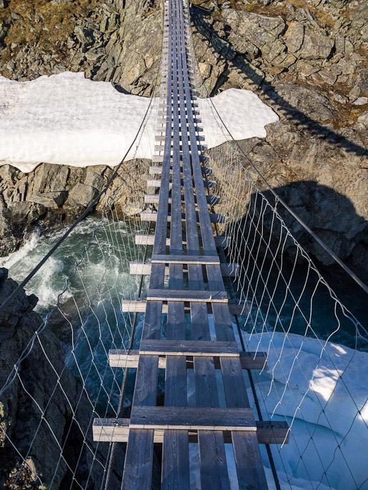Näkymä sillalta alas. Sårjåsjaure, Norja