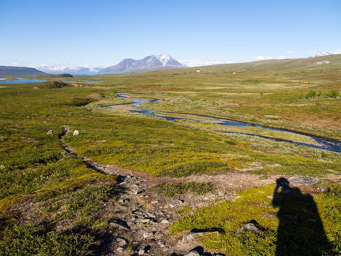 Menosuunta kohti Akka-massiivia, säässä ei ole valittamista. Tsåkahaure, Ruotsi