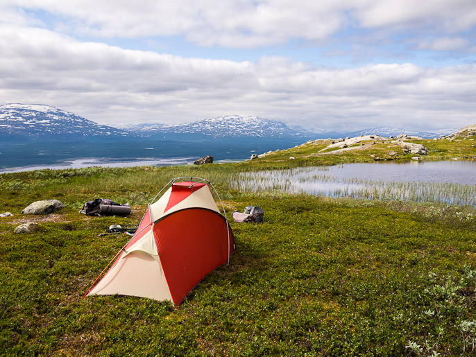 Sateisen edellispäivän jälkeen on mukava herätä selkenevään säähän tällaisella paikalla. Stuor-Seukok, Ruotsi