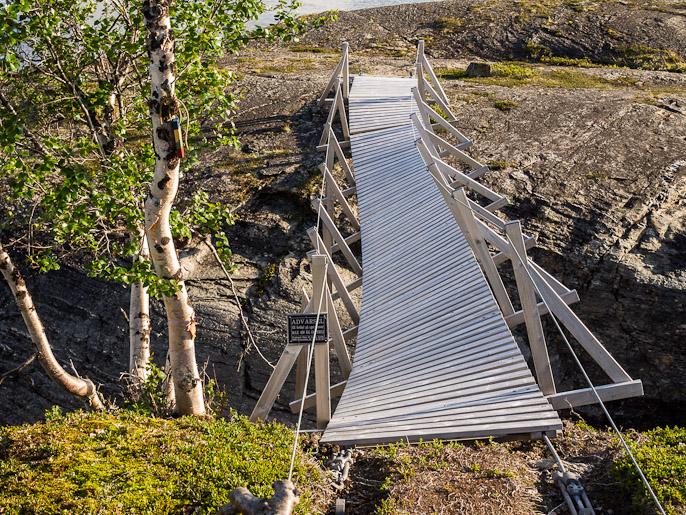 Edellisen sillan kohdalla ajattelin, että kun siitä pääsen yli niin ei se seuraava voi olla rikki, näköjään voi. Sårkåjaure, Ruotsi