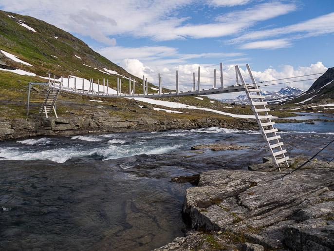 Tällä etapilla oli paljon siltoja, tässä norjalainen malli. Baugevatnet, Norja