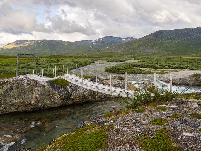 Erikoinen silta, keskellä kiva väli yliastuttavaksi, tämä tosin oli tuttu aikaisemmalta vaellukselta. Cunovuopmi, Norja