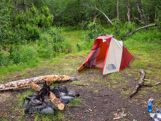 Viimeinen leiripaikka Abiskon kansallispuistossa ennen kylälle pääsyä. Abiskojåkka, Ruotsi