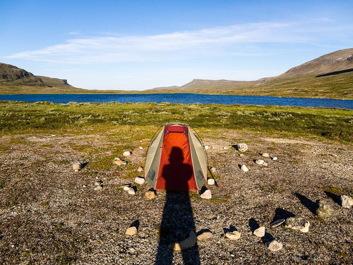 Joku muukin käyttänyt kiviä pitämään teltan kiilat tässä maassa. Deartavaggi, Norja