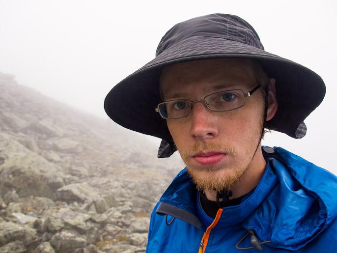 Yhden sateisen taukopäivän jälkeen lähdin ylittämään tunturia sumuisessa säässä. Buossir, Norja