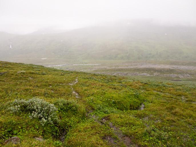 Sumu vähenee mitä alemmas pääsen kohti Rostadalenia. Rostadalen, Norja