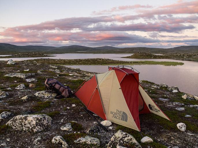 Telttapaikka Saarijärven tuvan läheisyydessä. Saarijärvi, Suomi