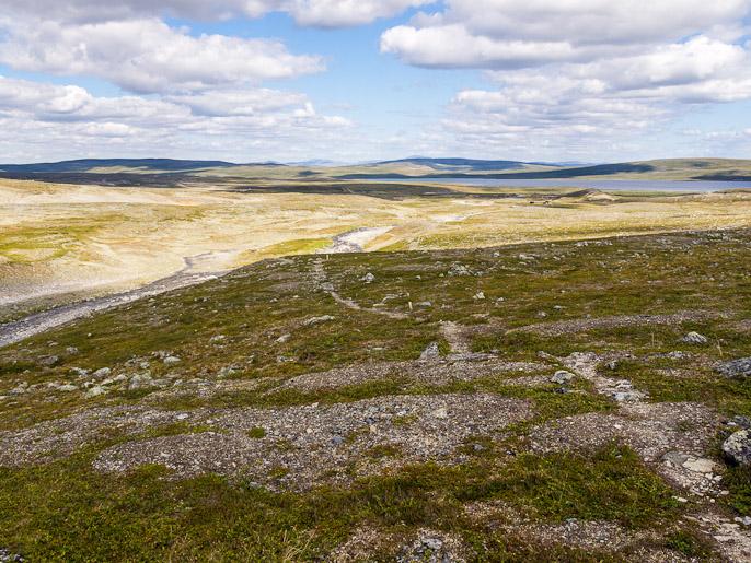 Alas Somasjärvelle ja lyhyt pätkä Suomea jää taakse. Goapmajohka, Suomi