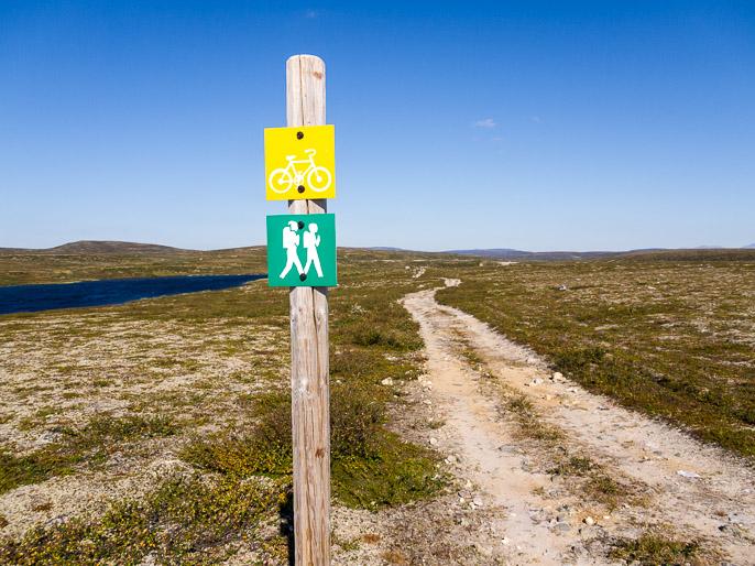 Jälleen helppoa uraa seurattavaksi, tänne voisi tulla maastopyörälläkin, mahtava ympäristö. Njargajavri, Norja