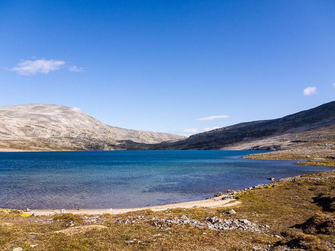 Päivän ohjelmana kulkea järven toisesta päästä lähtevän solan läpi. Cohkarassa, Norja