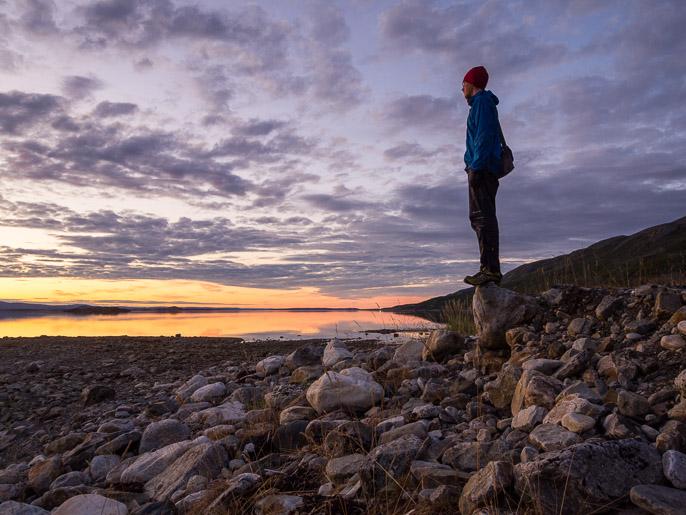 Yö meren rannalla, seuraavana aamuna takaisin ylös tuntureille. Caskilbekk, Norja