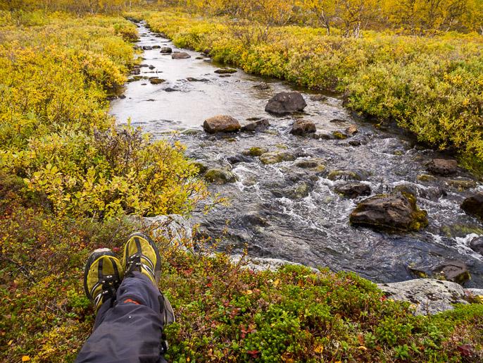 Tauko puron varrella. Garppejohka, Norja