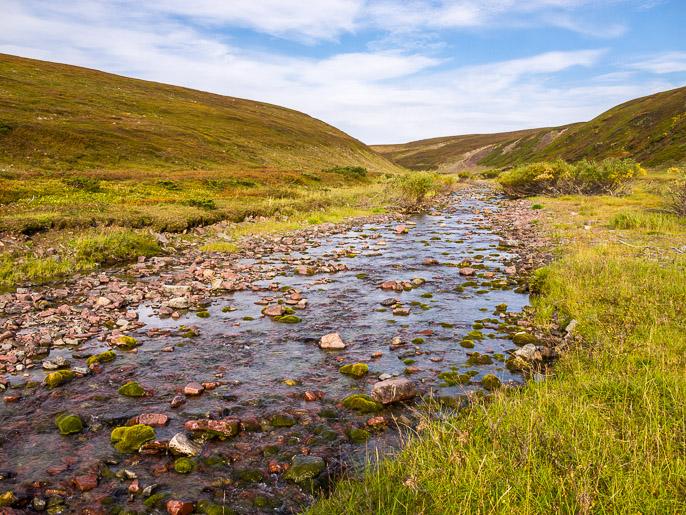 Vähemmän vaativa puron ylitys, vesi oli kuitenkin hyvää. Lavdnjevarjohka, Norja