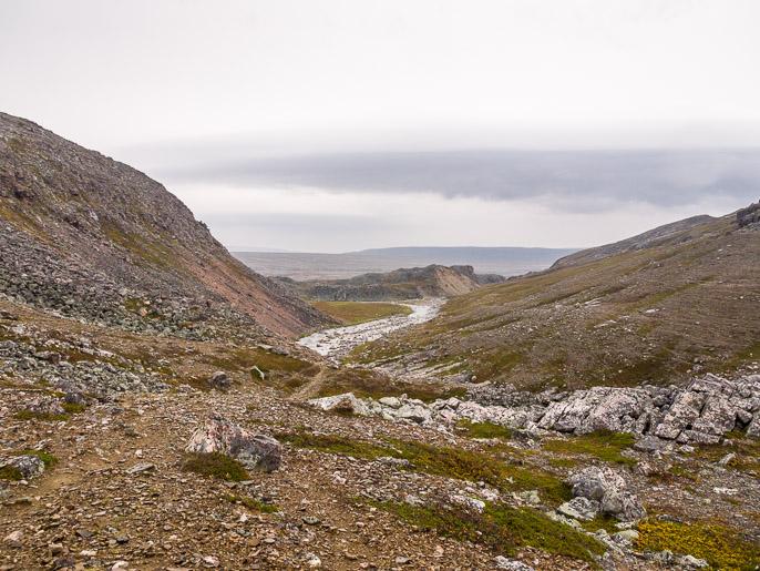 Menosuuntaan, keskellä näyttäisi olevan hyvä paikka leiriytyä. Björnskardet, Norja