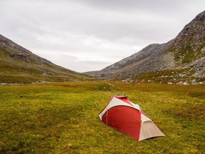 Hyvä paikka leiriytyä solan pohjoispäässä. Björnskardet, Norja