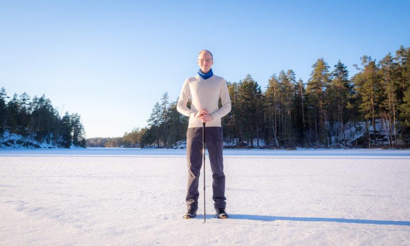 Mikko Sinisalo, oppaana Nuuksion kansallispuistossa.